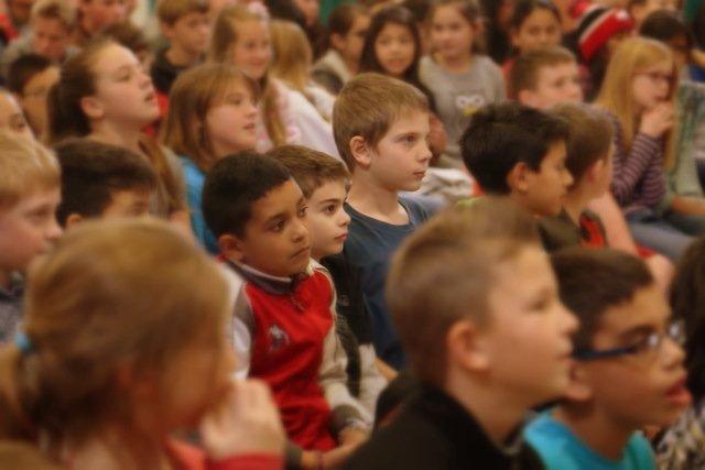 """In seinen Schulkonzerten eröffnet Pianist Florian Fries dem """"Publikum von morgen"""" einen Einblick in die Welt der klassischen Musik: Klassik für Kinder und Jugendliche"""